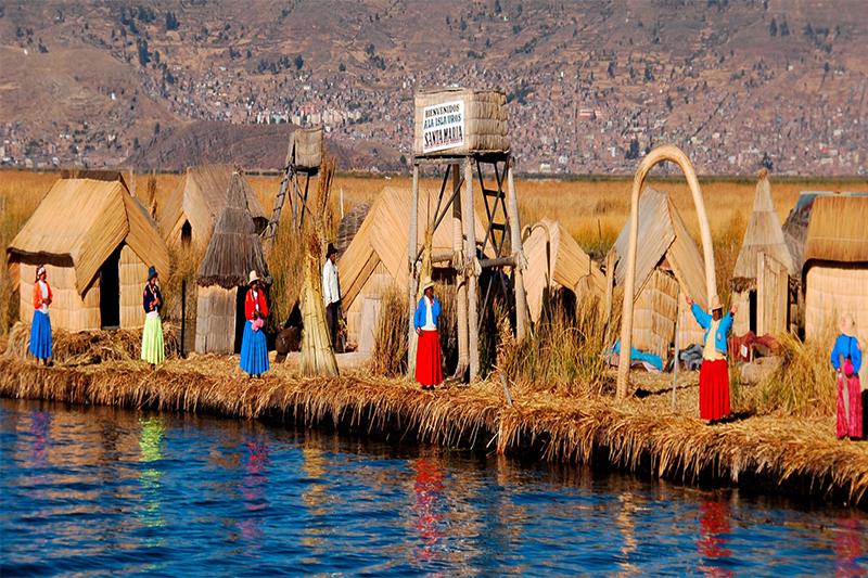 Isla Flotande de Uros- Puno
